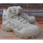 Sepatu Magnum