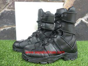 Sepatu Titans Djugernaut